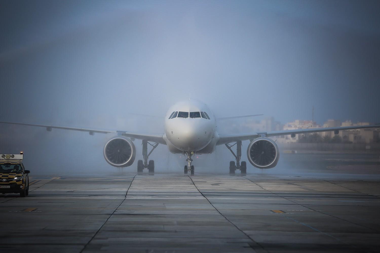 """""""الطيران المدني"""" يعلن تعليق جميع الرحلات القادمة من مطار دبي الدولي ومطار الشارقة الدولي"""
