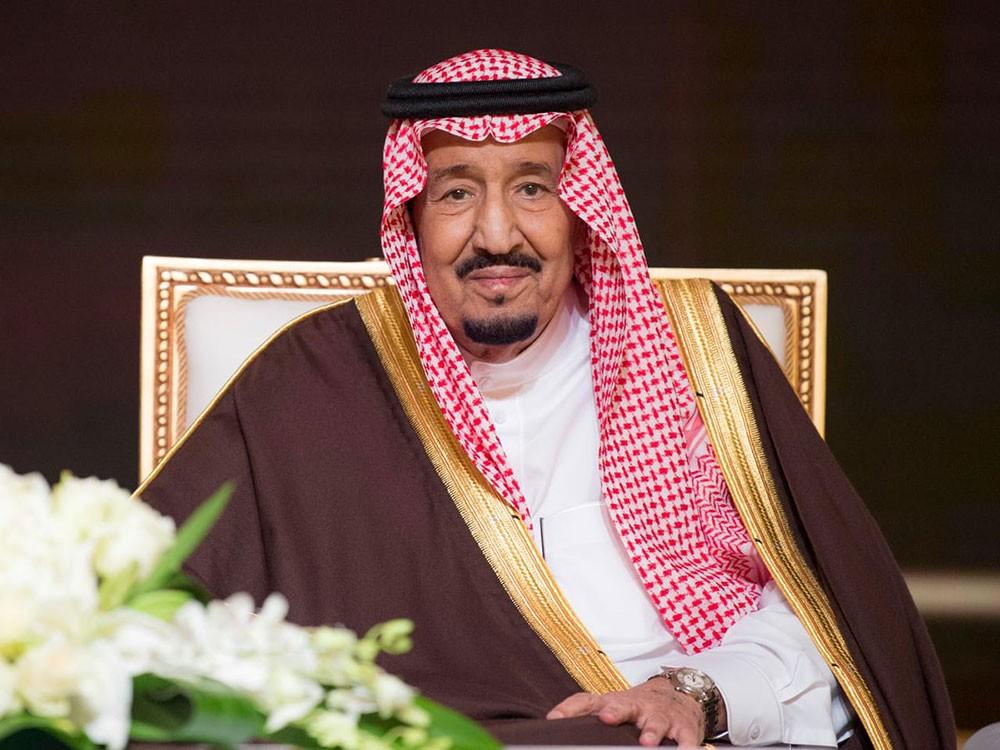 خادم الحرمين الشريفين يعزي في وفاة جلالة السلطان قابوس