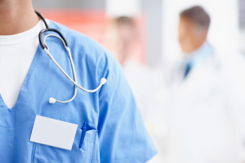 """280 ألف دينار يدفعها الموظفين لتجديد """"ليسن"""" المهنة الطبية"""