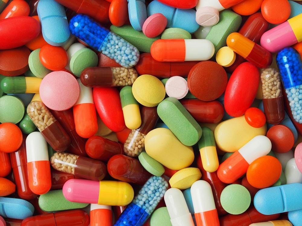 القبض على شبكة إجرامية يتزعمها طبيب لبيع مواد مخدرة