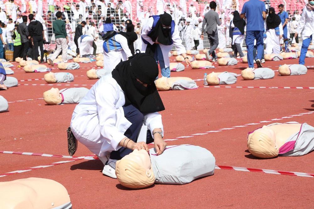 """""""مكة"""" تسجل رقمًا قياسيًا بتدريب 16 ألفًا على الإنعاش القلبي الرئوي"""