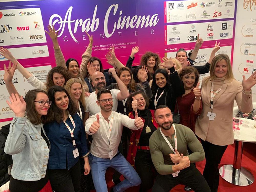 شيراز العتيري تتسلم جائزة شخصية العام العربية السينمائية