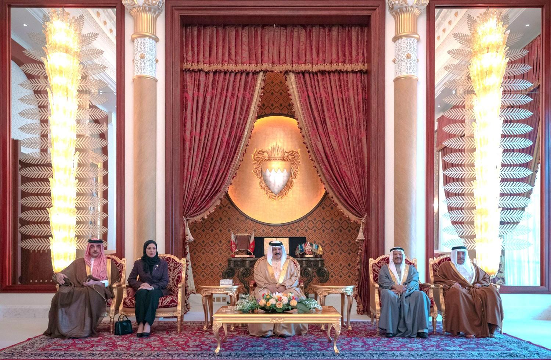 جلالة الملك يشيد بجهود السلطة التشريعية