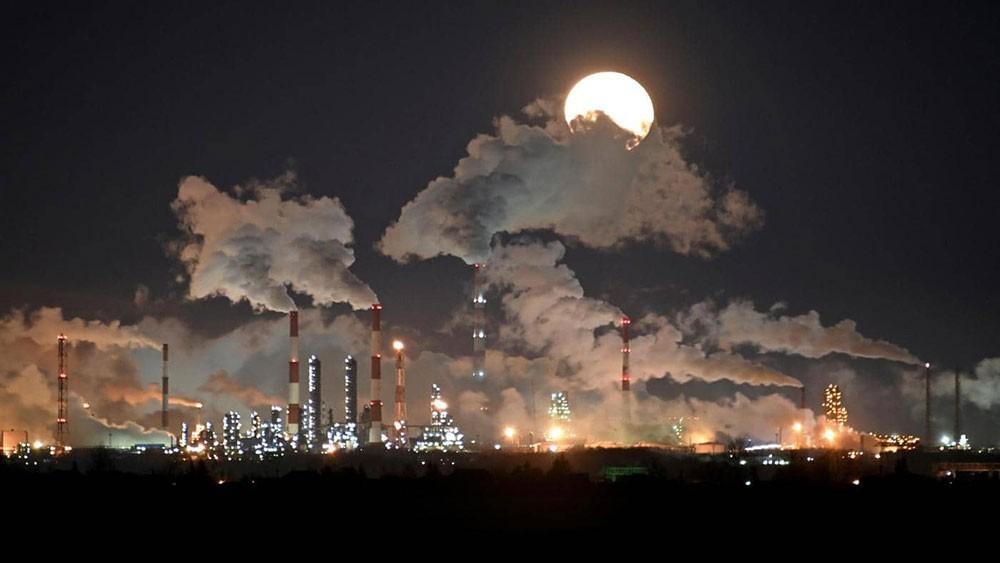 النفط يواصل مكاسبه مدفوعا بآمال التحفيز الأميريكي