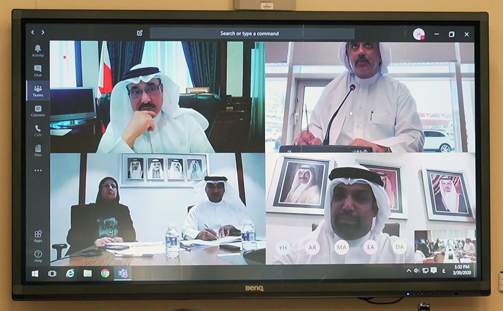 """خدمات النواب توافق بالإجماع على """"سداد أجور البحرينيين في الخاص من وفورات صندوق التعطل"""""""