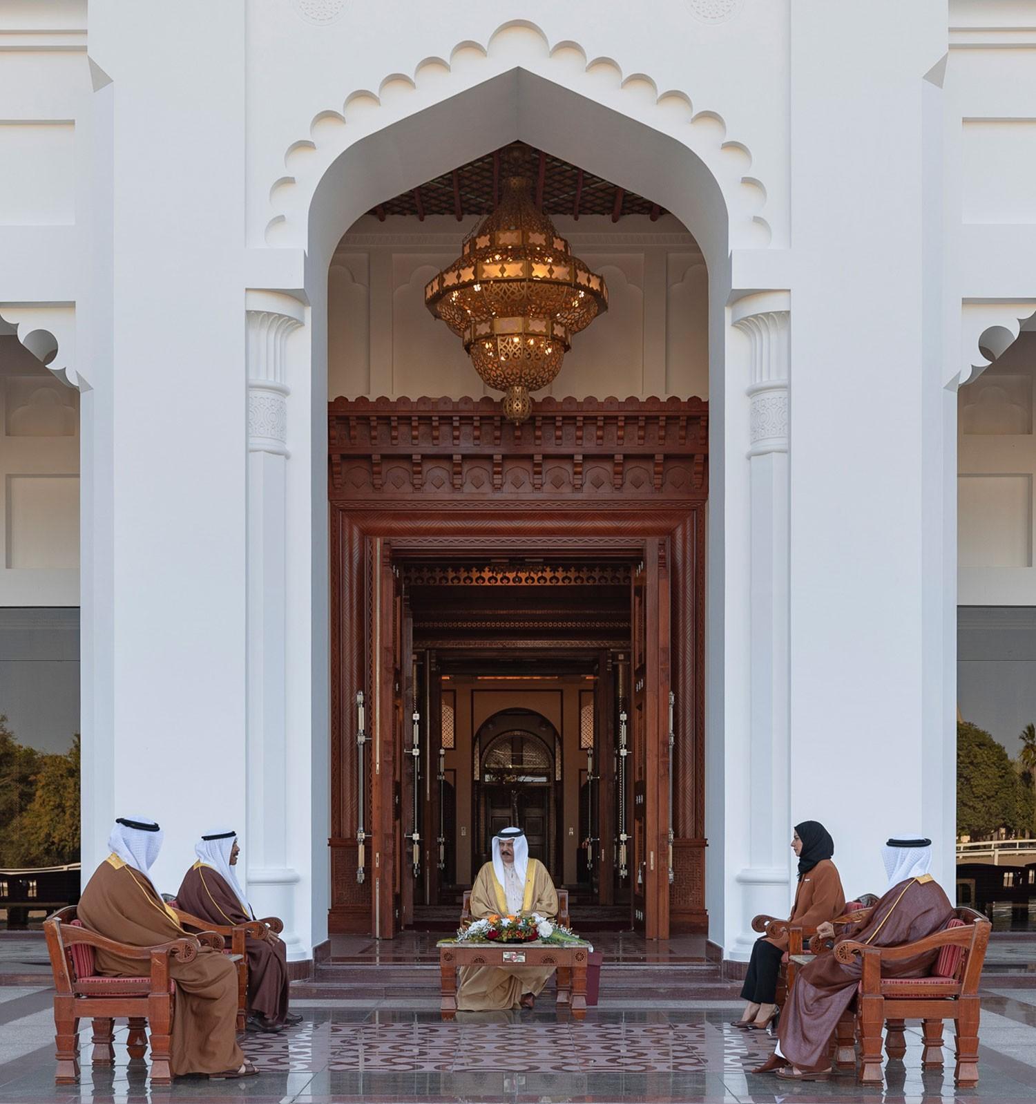 جلالة الملك يستعرض مع رئيسي الشورى والنواب الأوضاع الصحية الراهنة ومتطلبات المرحلة المقبلة
