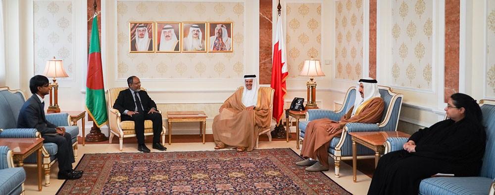 وزير الخارجية يتسلم أوراق اعتماد سفير بنغلاديش لدى البحرين