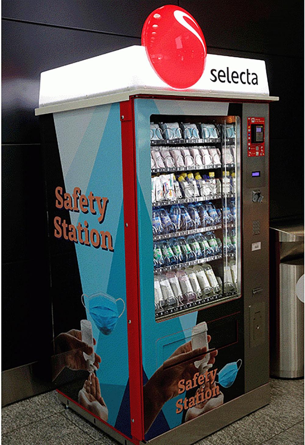 ماكينات لبيع الكمامات تستقبل المسافرين بمطار زيورخ