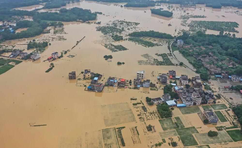 الفيضانات تتسبب في خسائر بشرية وتشريد مئات الالاف في الصين