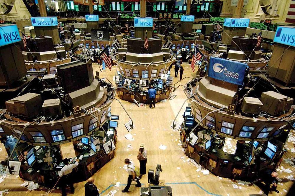 مؤشرات سوق الأسهم الأمريكية تهبط بنحو خمسة بالمئة