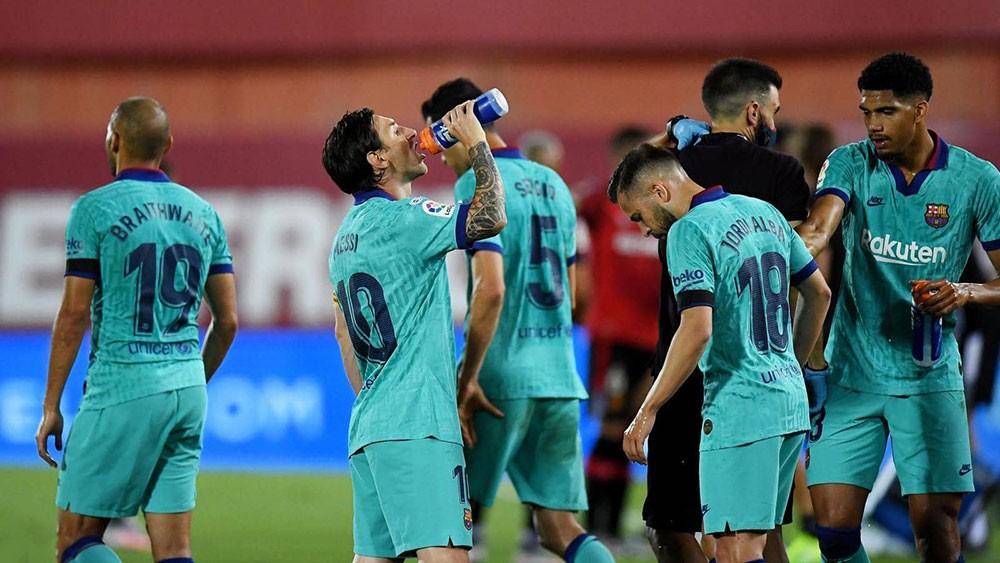 """برشلونة يخوض الديربي بـ""""القميص المفاجأة"""""""