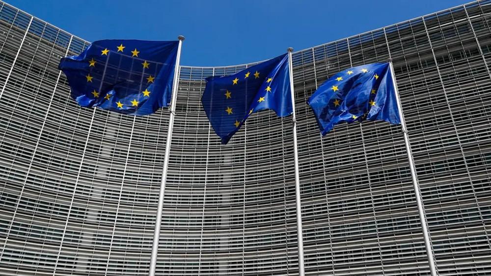 قادة أوروبا يبحثون حزمة تحفيز بـ750 مليار يورو