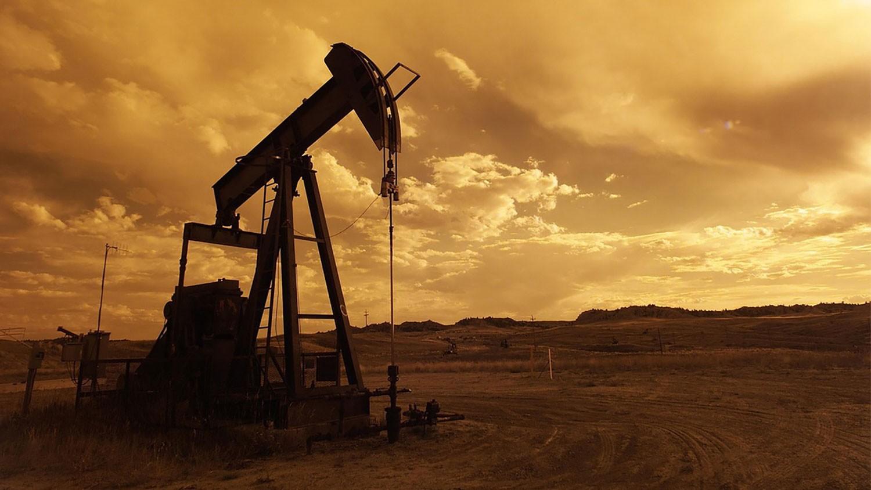 النفط بأعلى مستوى في 4 أشهر.. لهذه الأسباب