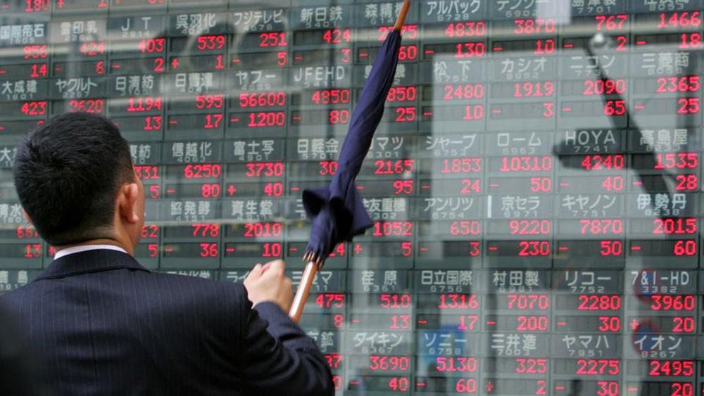 أسهم اليابان تغلق على أقل مستوى في أسبوعين