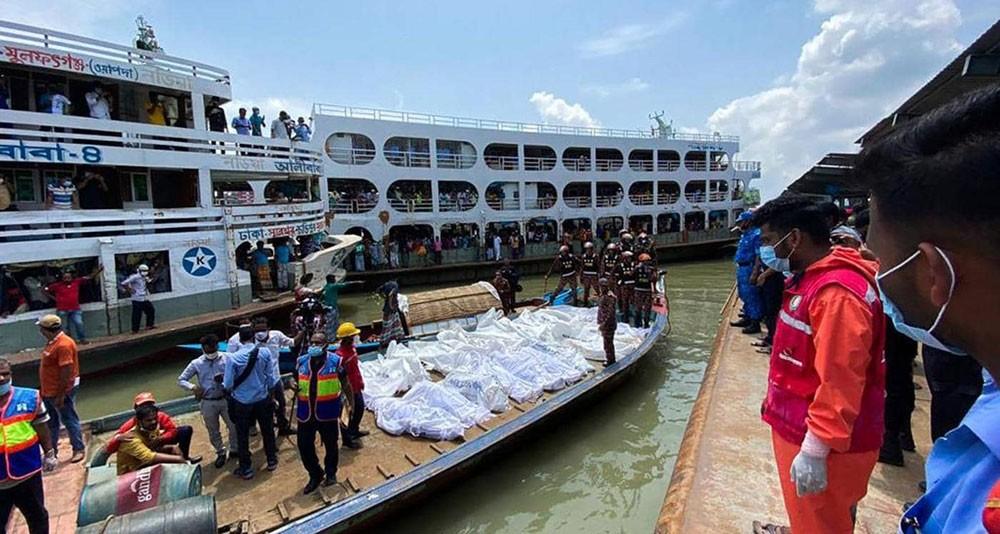 مقتل 28 شخصا إثر تصادم عبارتين في بنغلادش