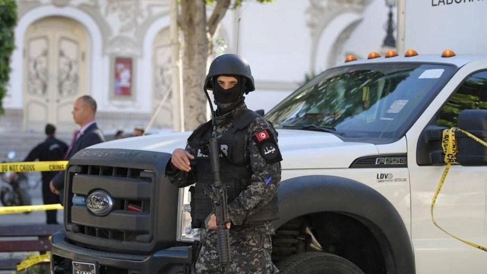 تونس تحبط مخططات إرهابية لاستهداف السياحة ومقرات سيادية