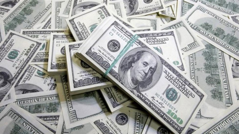 الدولار يتجه صوب أكبر انخفاض شهري في 10 سنوات في ظل مخاوف حيال اقتصاد أميركا