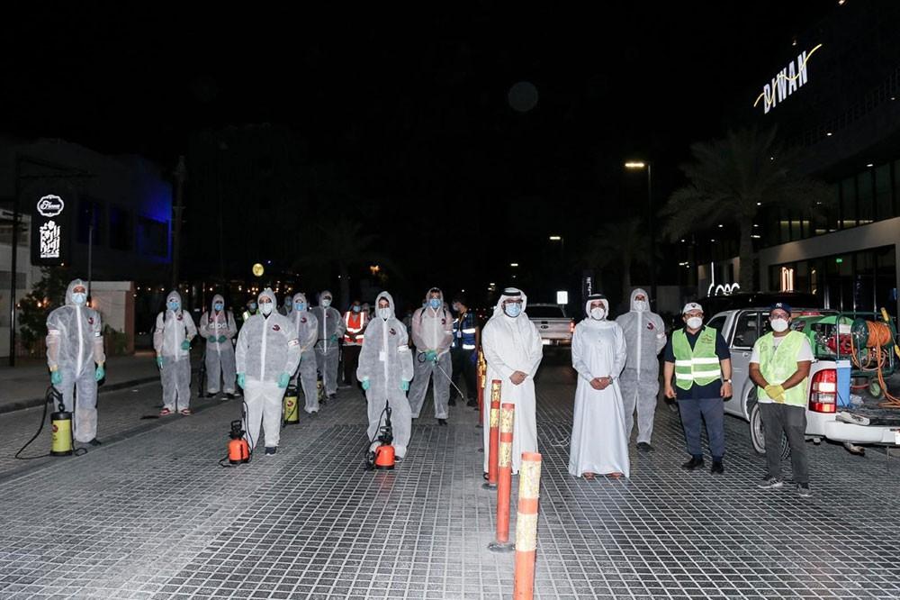 35 متطوعاً يشاركون في عملية تطهير مجمع 338 بالعدلية ضمن برنامج  المدن الصحية