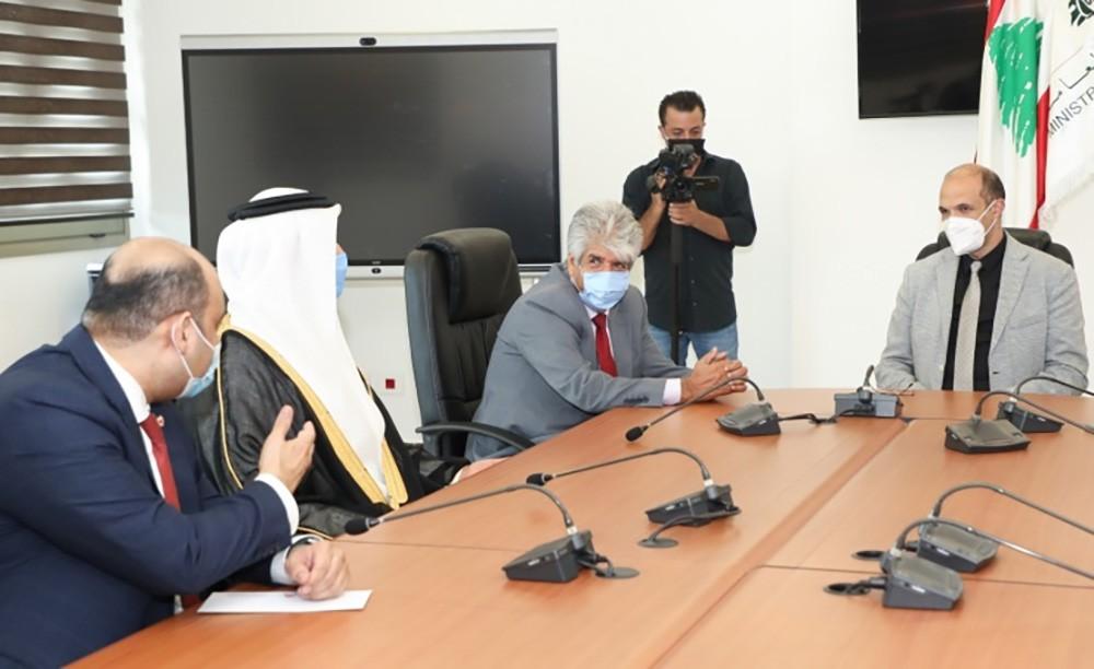 الملكية للأعمال الإنسانية تقوم بتسليم شحنة المساعدات الإغاثية البحرينية إلى لبنان