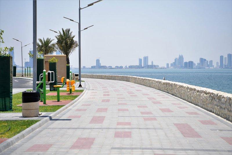 """بالصور: إدخال أجهزة التبريد والرذاذ وانترنت """"واي فاي"""" بمماشي البحرين"""
