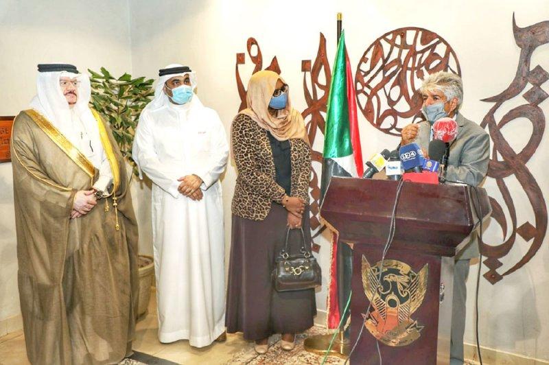 """""""الملكية الإنسانية"""" تسلم المساعدات الإغاثية إلى السودان"""