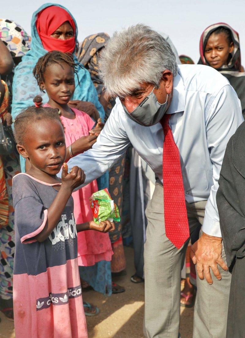 الأمين العام للملكية للأعمال الإنسانية يزور المناطق المتضررة في السودان
