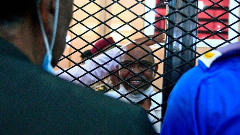 تأجيل محاكمة البشير في قضية الانقلاب.. وتغيير موقعها