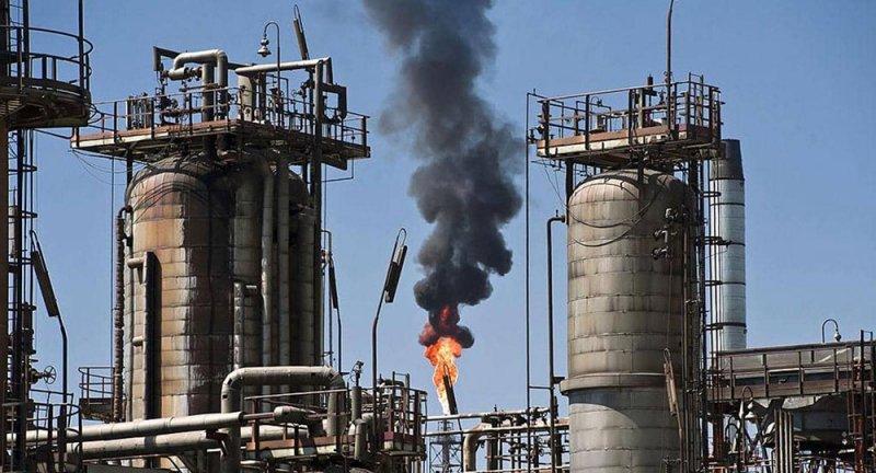 النفط يهبط تحت ضغط توقعات أكثر تشاؤما للطلب