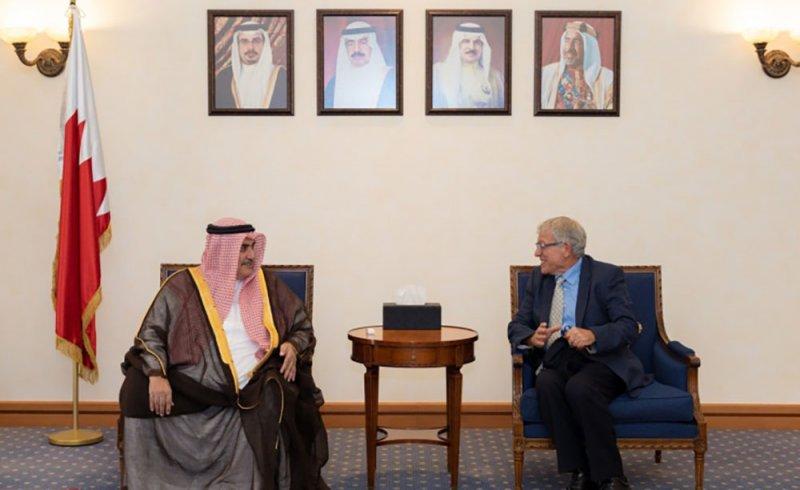 مستشار جلالة الملك للشؤون الدبلوماسية يستقبل ممثل المجتمع اليهودي في البحرين