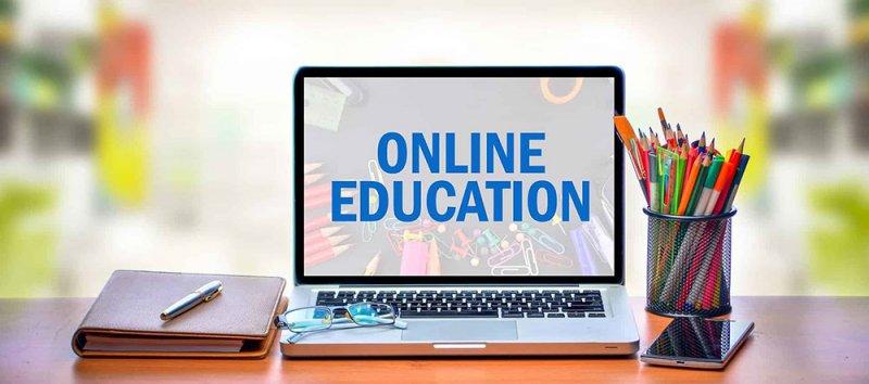 مئات الطلبة معلقين دون دراسة بسبب الإجراءات الإلكترونية