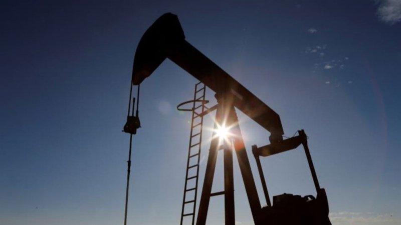 """شركات النفط تجلي العمال من خليج المكسيك تحسبا لـ """"بيتا"""""""