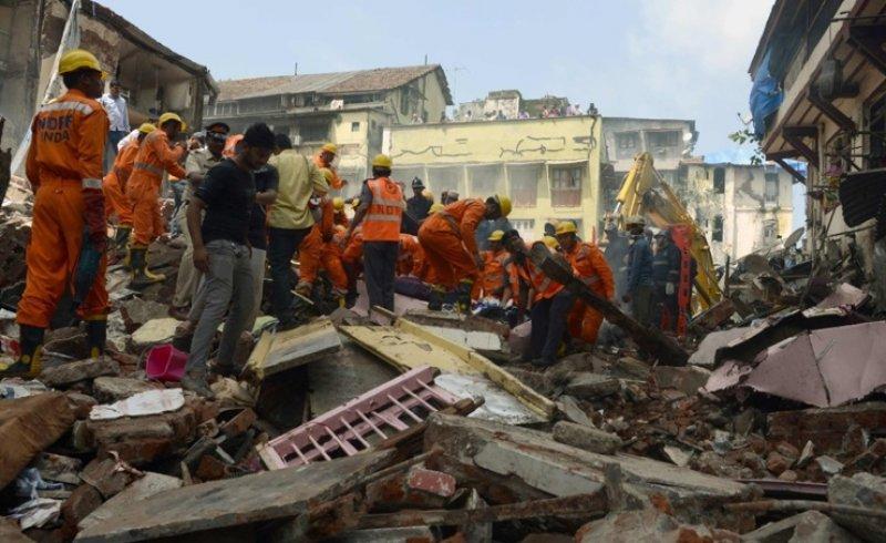 مقتل 8 أشخاص بانهيار مبنى في مومباي الهندية