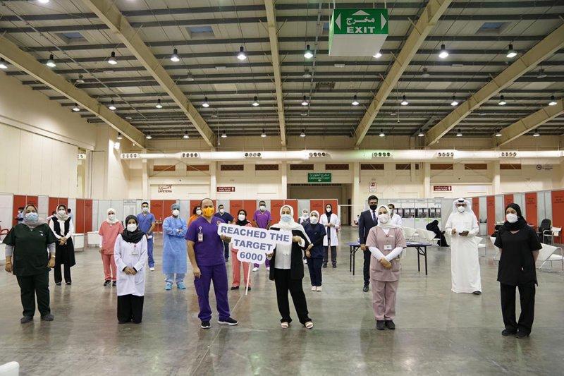 الصالح تعلن عن زيادة أعداد التجارب السريرية للقاح فيروس كورونا في البحرين بنحو 1700 لقاح إضافي