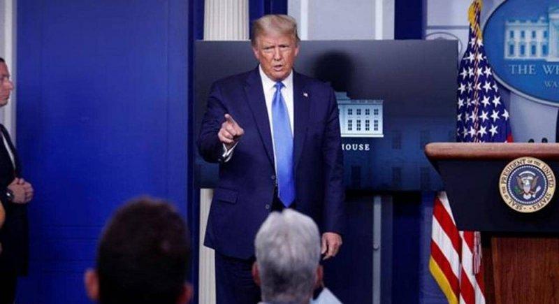 """بالفيديو.. ترامب يغادر مؤتمرا صحفيا بسبب """"اتصال طارئ"""""""