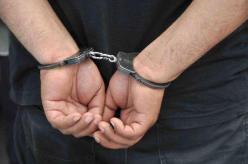 القبض على 3 أشخاص يروجون المخدرات