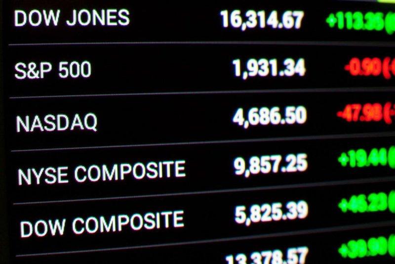 مؤشر S&P500 وNasdaq يهبطان من مستويات قياسية مع فتور صعود لأسهم التكنولوجيا