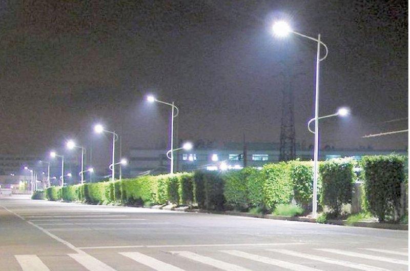"""""""أميري"""" البحرينية تطمح لتصنيع أول منتج لإضاءة الشوارع"""