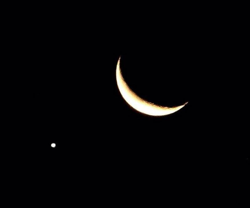 الناصر: فرصة نادرة مساء اليوم لرؤية اقتران الهلال بكوكب عطار وبالعين المجردة