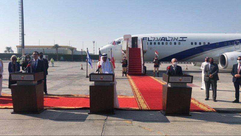 بالفيديو: مستشار الأمن القومي الاسرائيلي يتحدث بالعربية لدى وصول طائرته البحرين