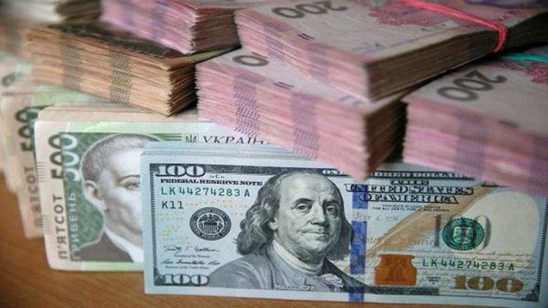الدولار يصعد مقابل عملات عالية المخاطر مع تلاشي آمال التحفيز