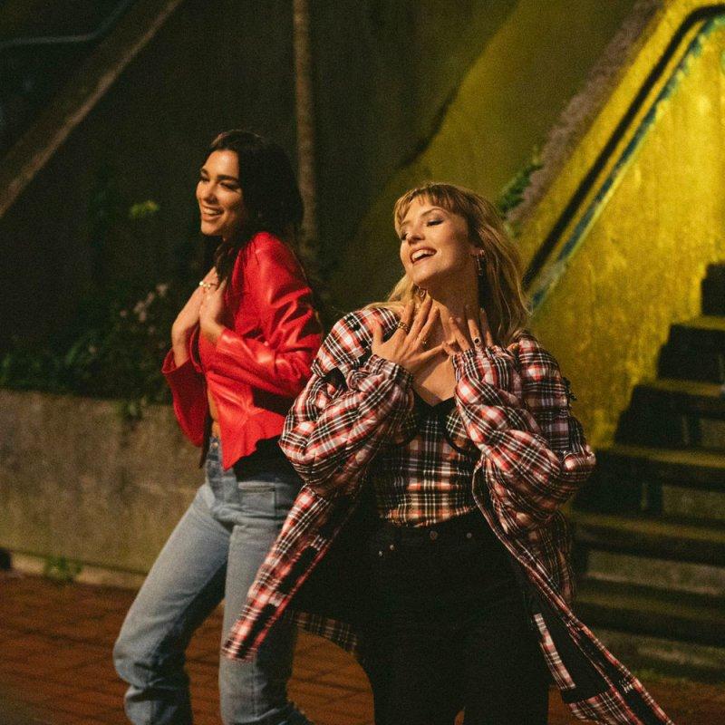 دوا ليبا ترقص في شوارع لندن