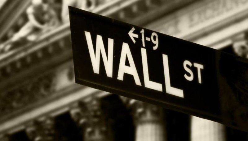 مؤشر S&P500 يحقق إغلاقا قياسيا والنفط يهبط بفعل ارتفاع حالات الإصابات بكورونا