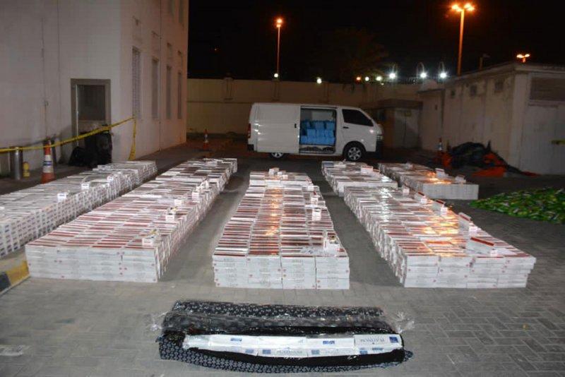 بالصور: القبض على عصابة قامت بتهريب وبيع مواد التبغ الممنوع تداولها في المملكة