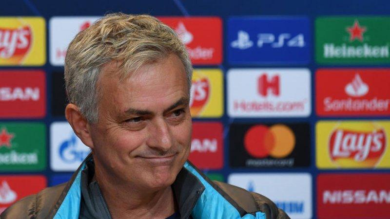 """مورينيو: أنا """"خبير"""" كرة القدم"""