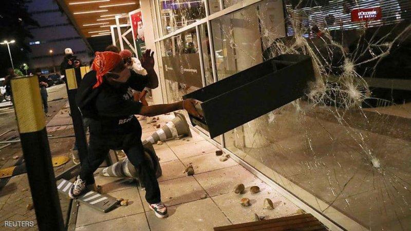 """""""جريمة كارفور"""" تهز البرازيل.. أعمال عنف ودعوات للمقاطعة"""