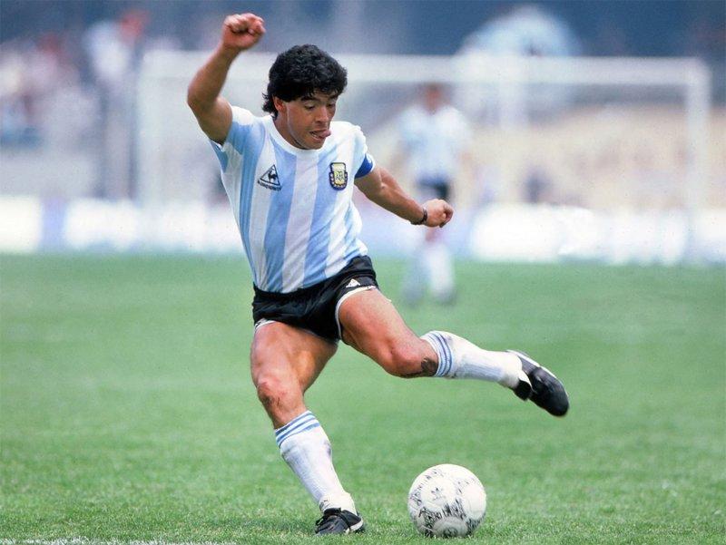 """مارادونا.. """"أيقونة"""" تتجاوز عالم الكرة"""