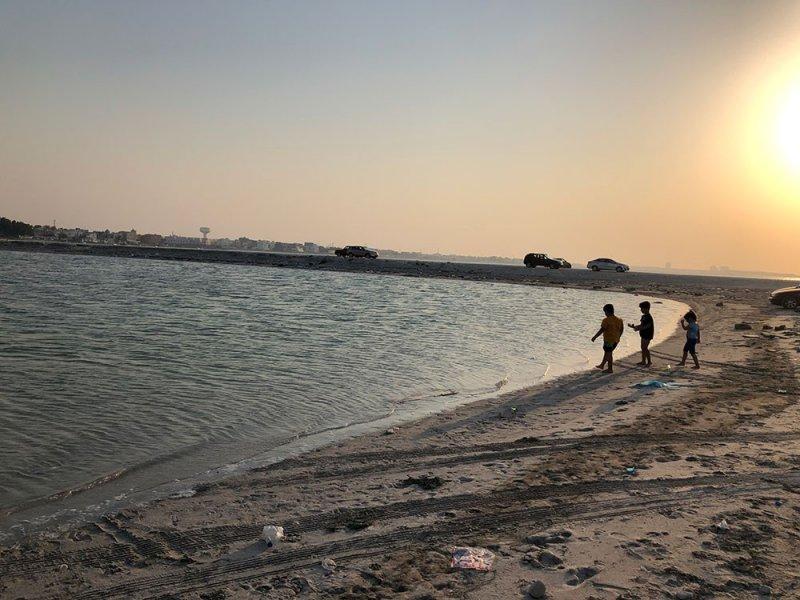 قاع البحر يبتلع مراهقين في سترة وعناية الله تنقذهما