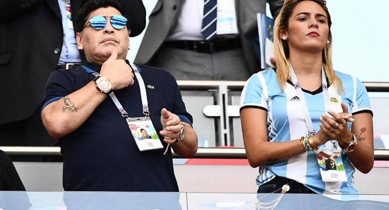 """رونالدو يكشف """"حقيقة مارادونا"""".. ويوضح سبب ارتدائه ساعتين"""