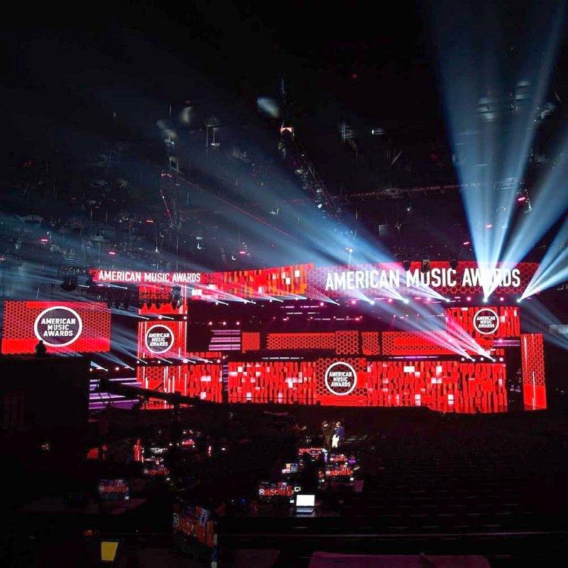 """توزيع جوائز """"American Music Awards 2020"""" بغناء النجوم"""