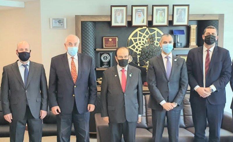 رئيس هيئة الطاقة يستعرض الفرص الاستثمارية في الطاقة المستدامة مع وفد اسرائيلي